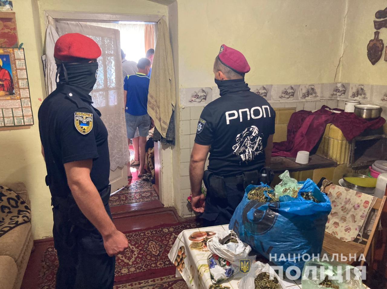 На Закарпатті у наркозбувачів виявлено 2,5 кг наркотиків