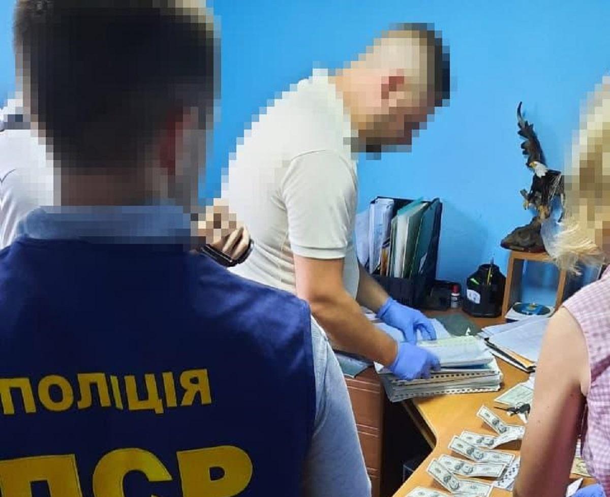 На Чернігівщині воєнком вимагав $1200 хабара за непризов до армії