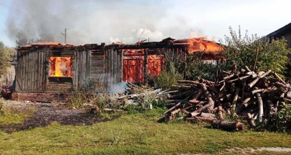 У Чернігівській області через дитячі пустощі згоріли два будинки та автомобіль