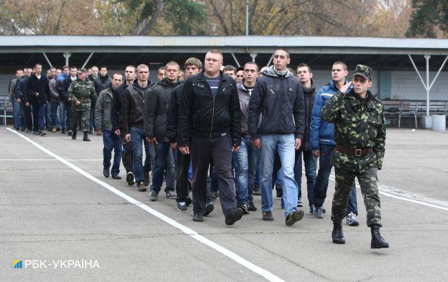 В Україні скасують обов'язковий військовий призов: у Зеленського назвали терміни