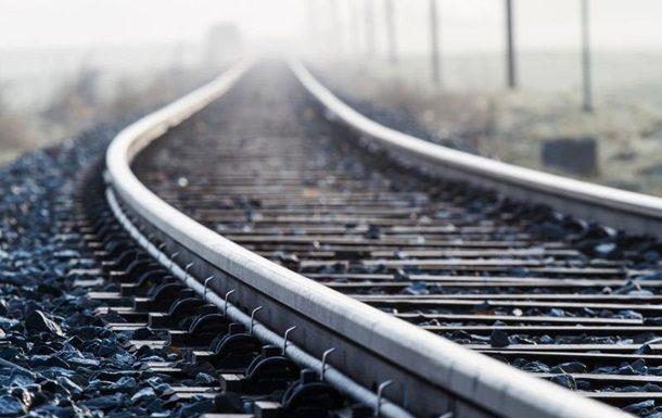 У Житомирській області потяг насмерть збив 15-річного юнака