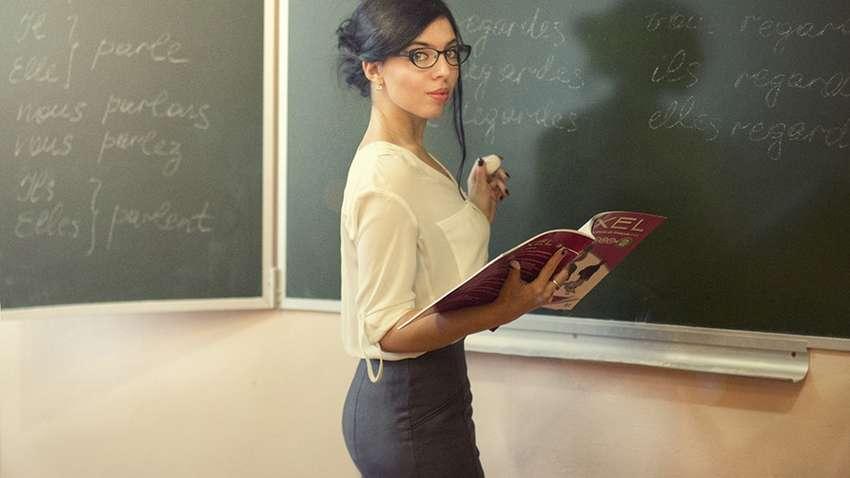 Надсилала фото та мацала:  вчителька відсидить термін за секс з учнем
