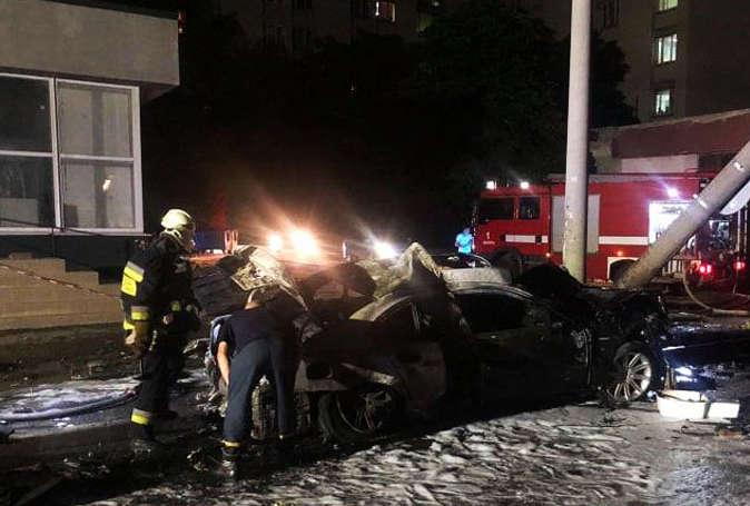 Жахлива аварія у Дніпрі. Після жорсткого зіткнення авто загорілося, є жертви (фото, відео)