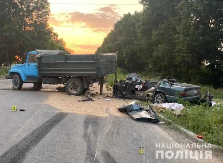 У Вінницькій області в ДТП загинули батько з 15-річним сином. Фото