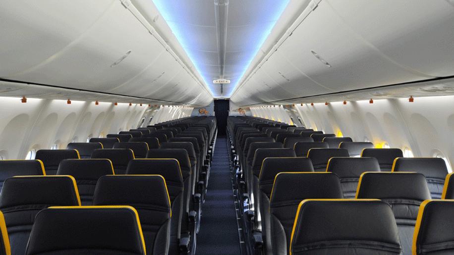 У Польщі пілот не впустив на борт 30 українців і кричав, що він «король літака»