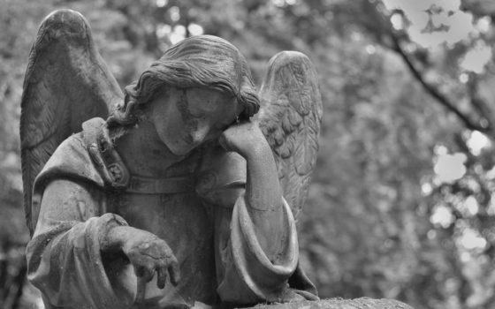 Хотів організувати похорон, а знайшов тіла: загадково померли мати та її двоє доньок